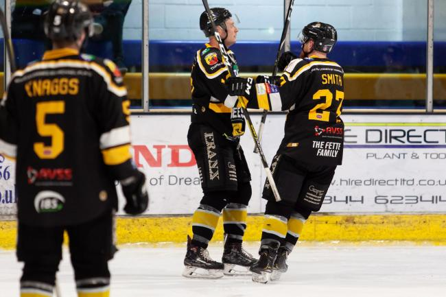 Bracknell Bees thumped Sheffield Steeldogs 7-1   Pictures by Kevin Slyfield