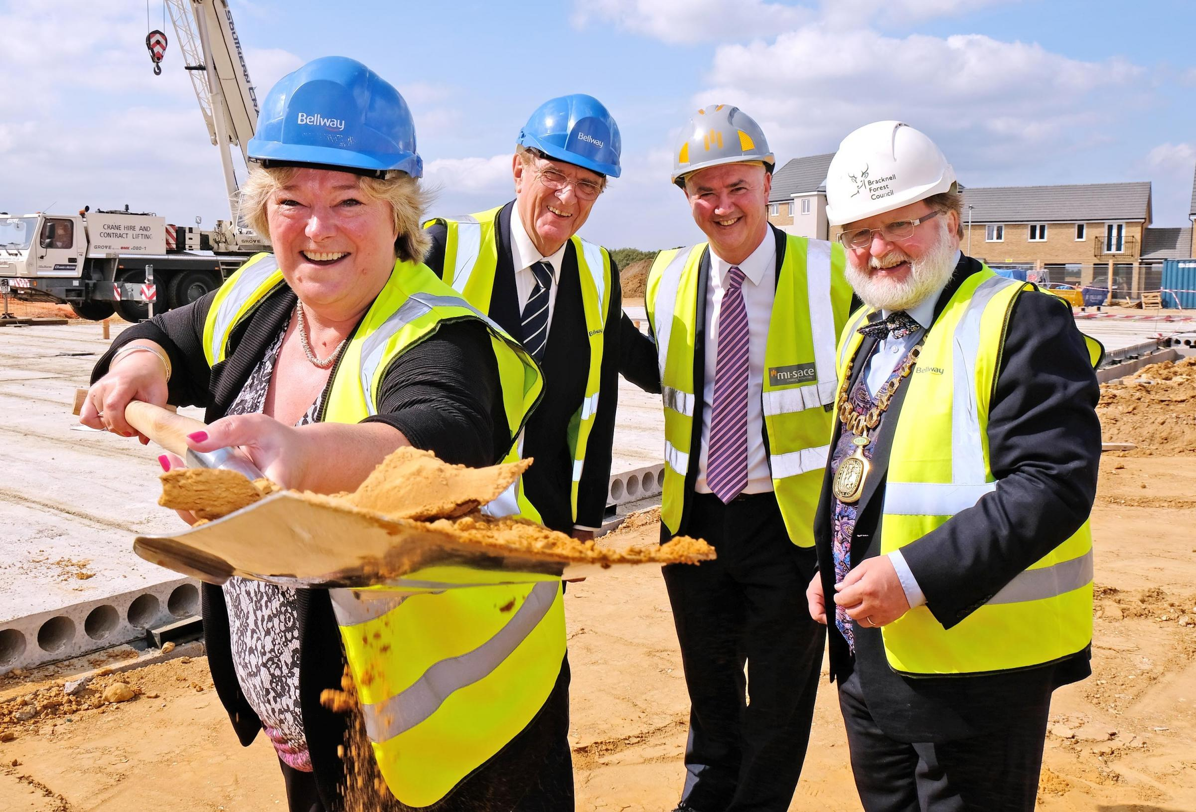 180917 GRound Breaking at new Amen Corner School - Head Teacher Sarah Howells, Sir Roger Fry and Mayor Cllr. Alvin Finch and My Space's Ian Farrell  - Pictures: Mike Swift.